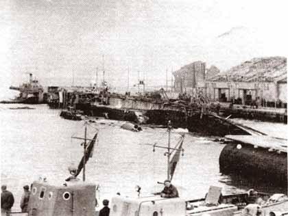 侧翻在葫芦岛港的重庆号.jpg