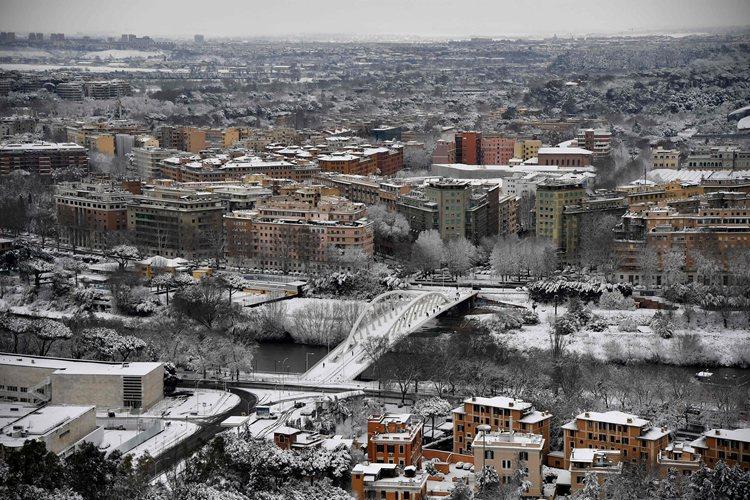 (外代一线)(7)意大利北中部遭遇寒潮普-FZ00031337724.jpg