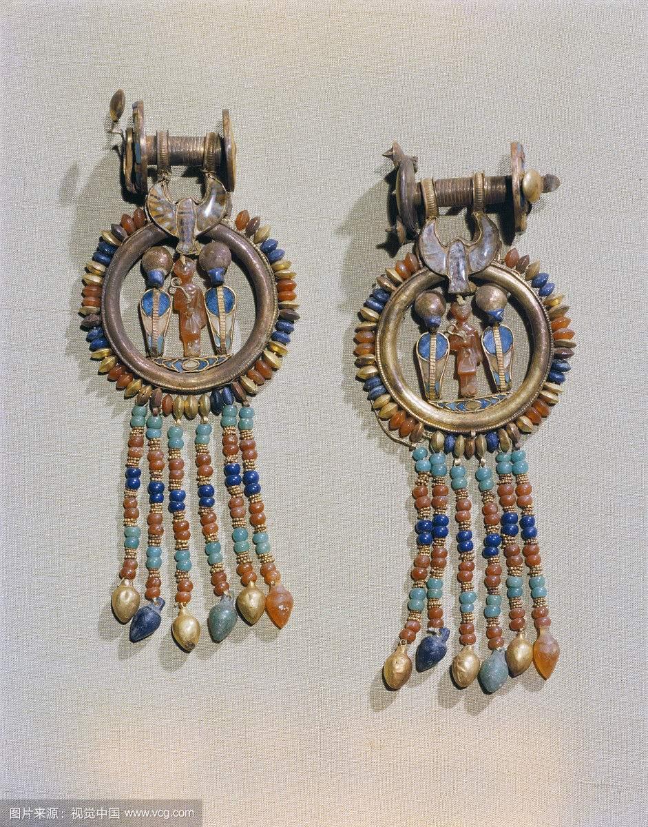 耳环,向国王身边的剪辑中心两神圣的蛇,从法老图坦卡蒙的陵墓.jpg