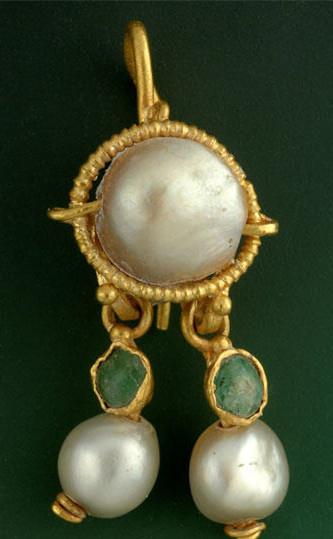 耶路撒冷发现一只两千年前的精美金耳环.jpg