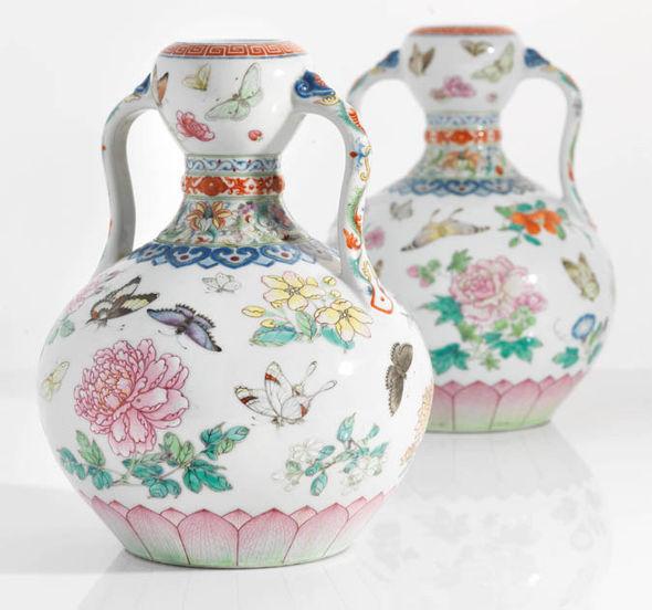 Qianlong-era-vases-931226.jpg