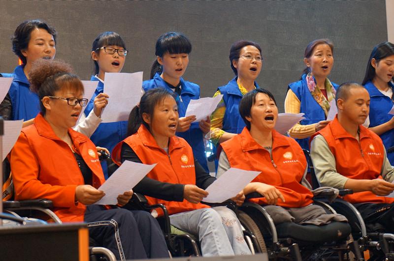 黄莉和她的残友们用歌声传递生命的激情.JPG