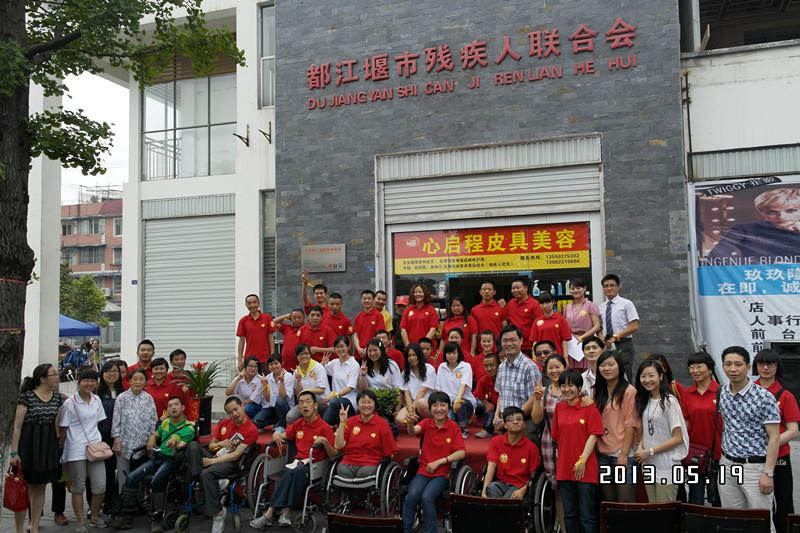 黄莉他们的创业,得到了都江堰市委市政府和市残联的大力支持。.JPG