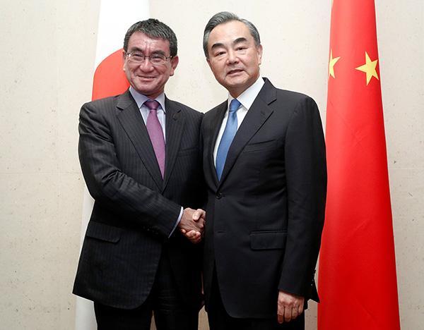 王毅会见日本外相:双方要珍惜并维护两国关系来之不易