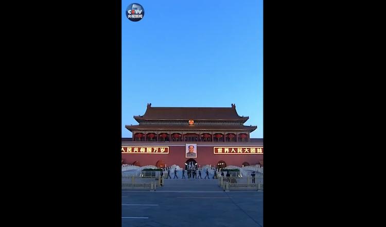 要闻(网站) _ 【微视频】80秒精编天安门国庆升国旗