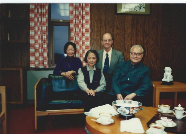 图片6,1981年,沈从文访美,两对伉俪合影。前排为沈从文和张兆和,后排为傅汉思和张充和 - 副本 - 副本_meitu_7.jpg