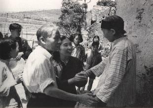 上世纪60年代,刘少奇回家乡调查,抽空看望了姐姐刘绍德。.jpg