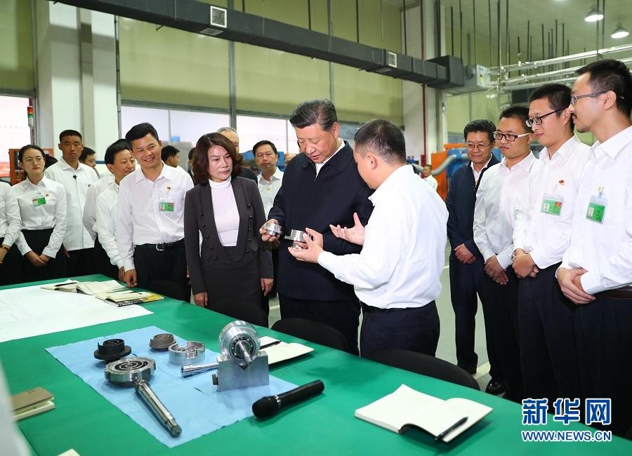 10月22日,中共中央总书记、国家主席、中央军委主席习近平在广东珠海考察。这是习近平视察格力电器公司。 新华社记者 谢环驰 摄