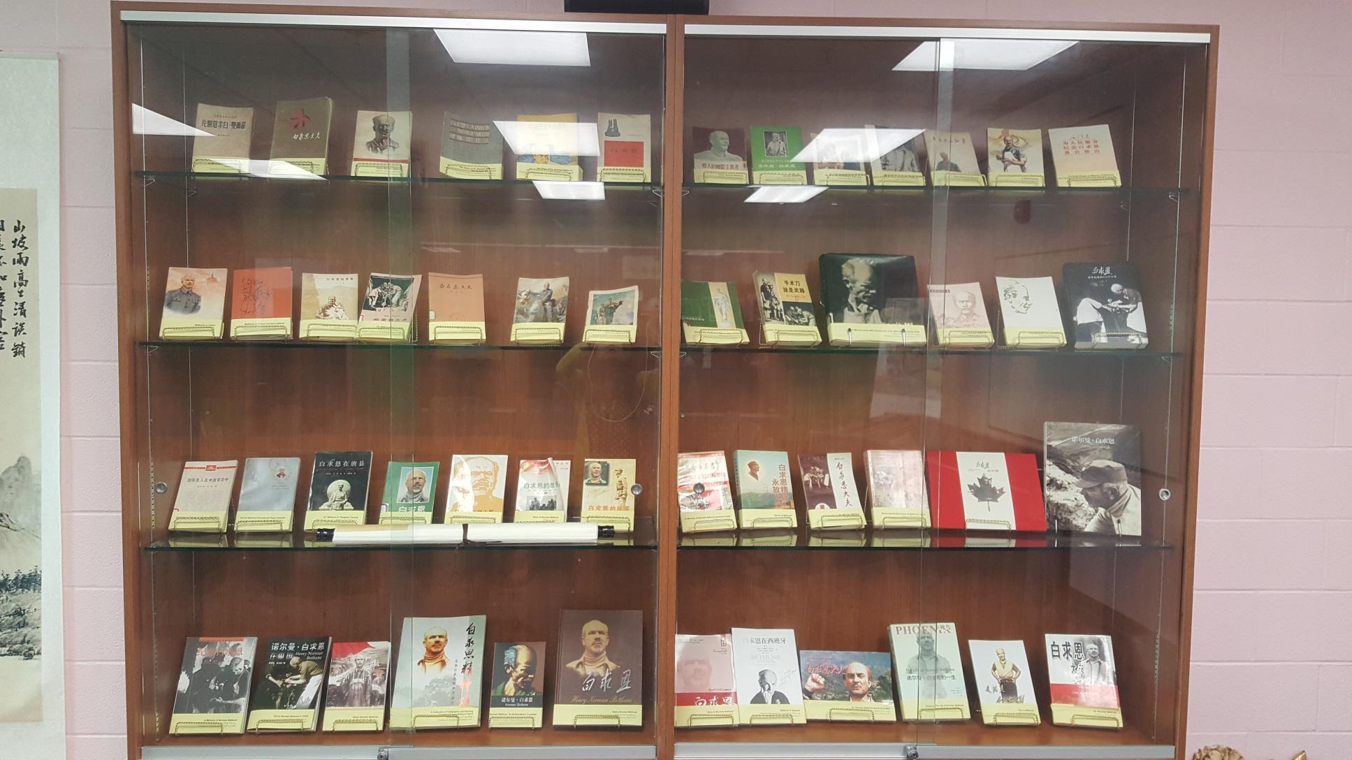 1940年代以来,中国出版了50多部关于白求恩的专著.jpg