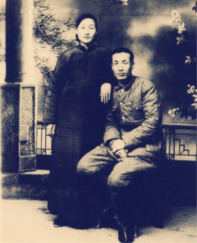 1948年,阎又文与妻子在北平合影.jpg