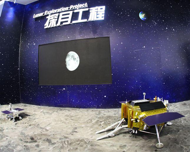 嫦娥四号中继星和探测器首次亮相_副本_副本.jpg