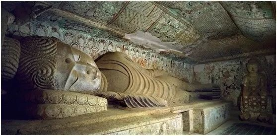 莫高窟中的释伽牟尼涅槃像.jpg