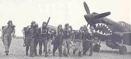 中美空军混合大队的中国飞行员.jpg