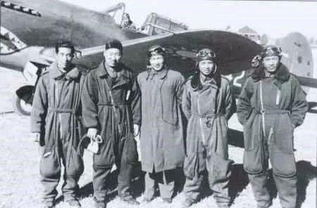 接受飞虎队训练的中国飞行员.jpg