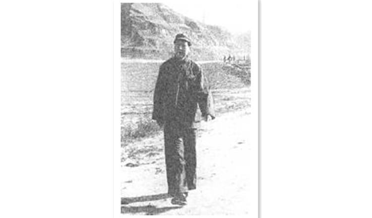 1943年,毛泽东在延安.jpg