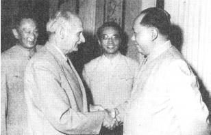 1960年5月27日,毛泽东在上海会见蒙哥马利元帅.jpg