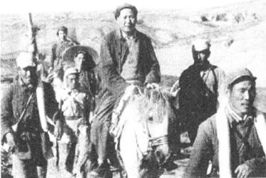 1947年,毛泽东在转战陕北的途中.jpg