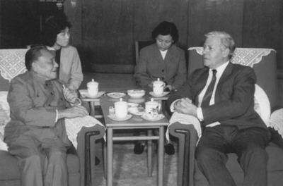 1984年邓小平会见访华的施密特.jpg