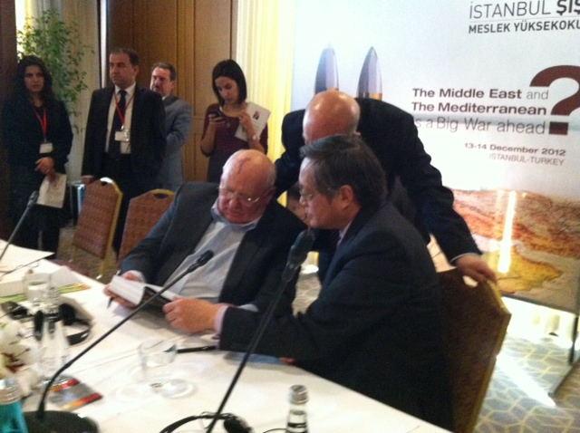 戈尔巴乔夫赠书场景201212于土耳其_看图王 副本.jpg