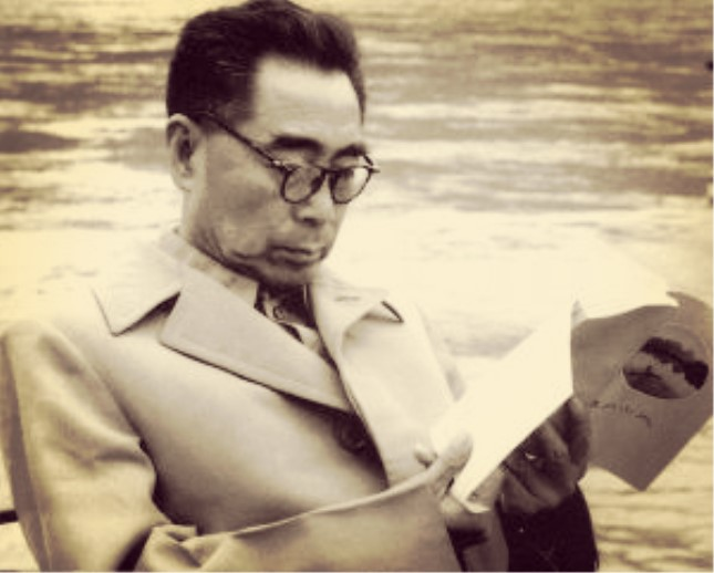 1960年周恩来在桂林.jpg