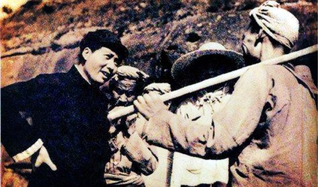 1927年,毛泽东率领秋收起义部队到达江西.jpg