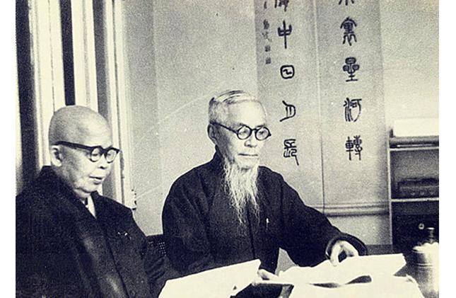 一九六五年丰子恺与广洽法师在上海丰子恺故居日月楼内.jpg