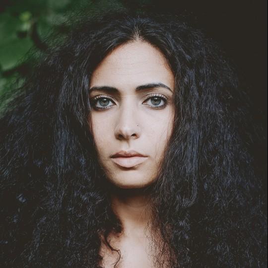 Hala Alyan作者照片1.jpg