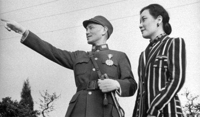 蒋介石与宋美龄.jpg