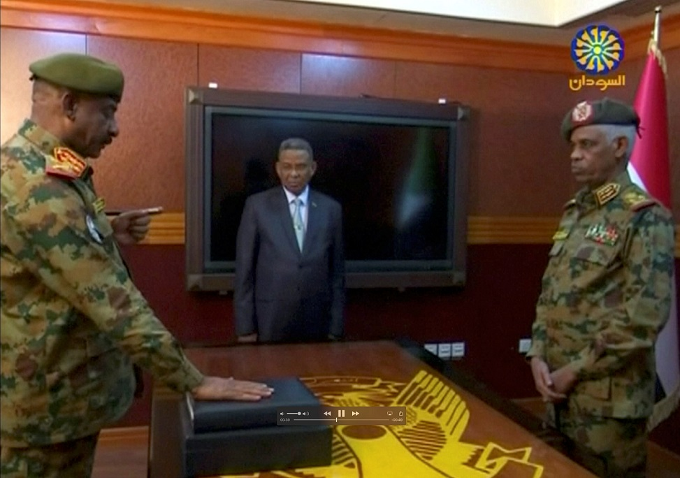 (外代一线)(4)苏丹国防部长宣誓就任过-FZ00032522986.JPG