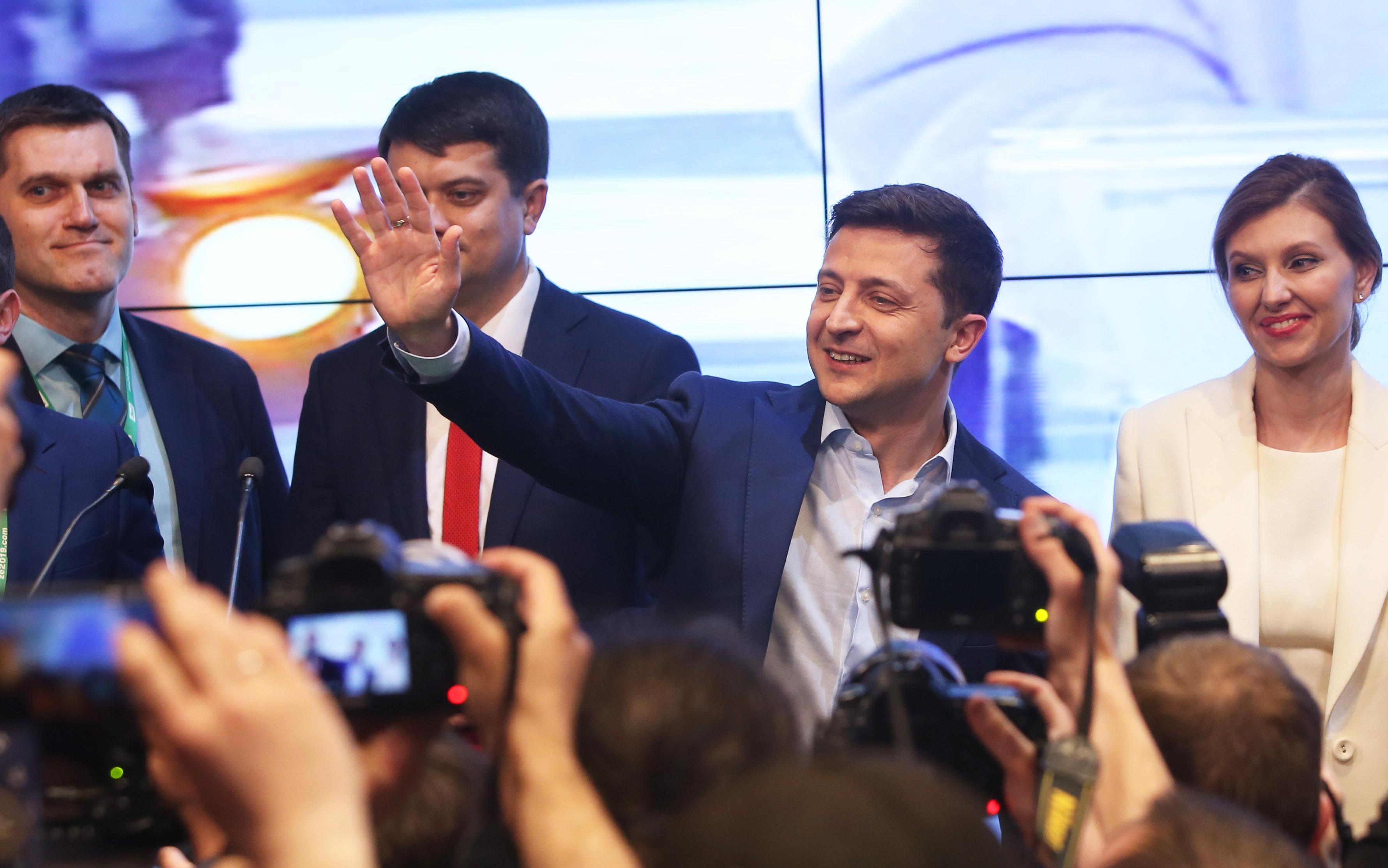 (国际)(2)出口民调显示泽连斯基在乌克(2555511)-20190422234137.JPG