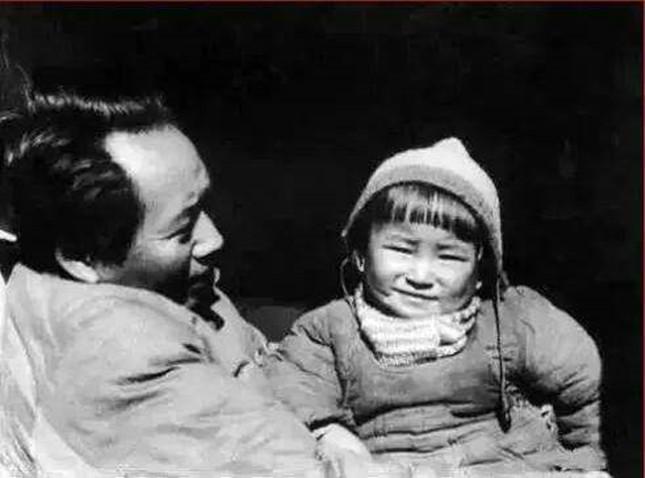 毛泽东和女儿李讷.jpg