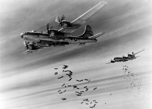 飞机轰炸.jpg