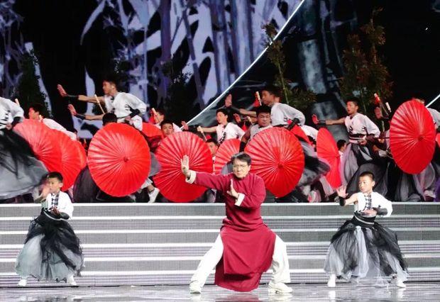 昨晚惊艳亚洲的嘉年华,幕后还有这些秘密