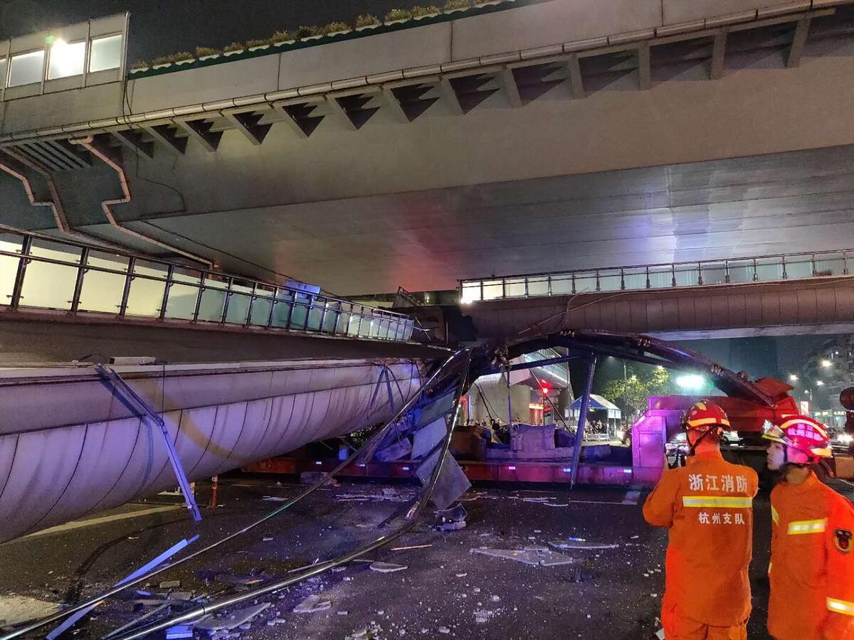 突发!杭州邵逸夫医院门口天桥倒塌,暂无人员伤亡报告