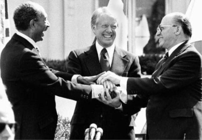签订《戴维营和平协议》.jpg