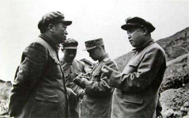 彭德怀与金日成在朝鲜战场上.jpg
