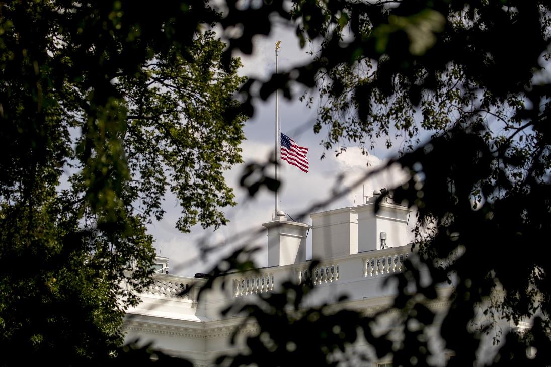 (外代一线)(1)美国总统宣布降半旗哀悼-FZ00032871245.JPG