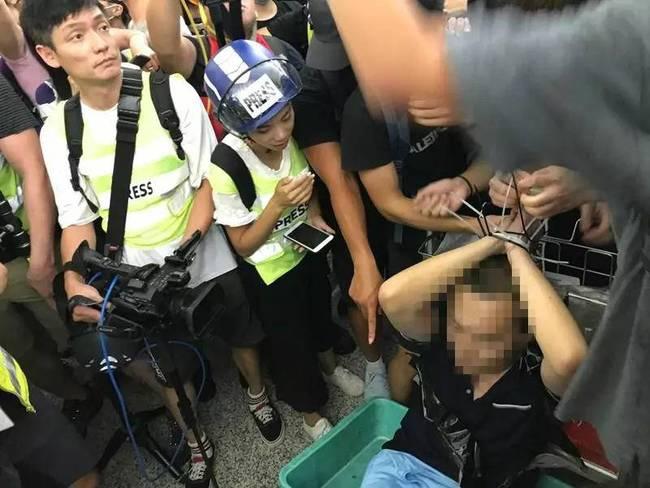 付国豪遭暴徒非法拘禁与殴打。 截屏图