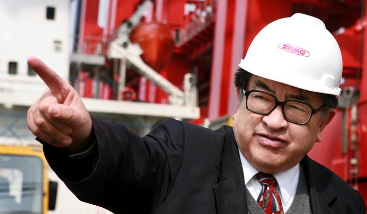 2007.3.20管彤贤总裁在长兴基地运输船上-李学民摄2.jpg