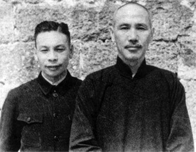蒋经国和蒋介石.jpg