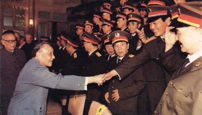 """邓小平百万裁军:""""我来得罪吧 不把这个矛盾交给新的军委主席"""""""