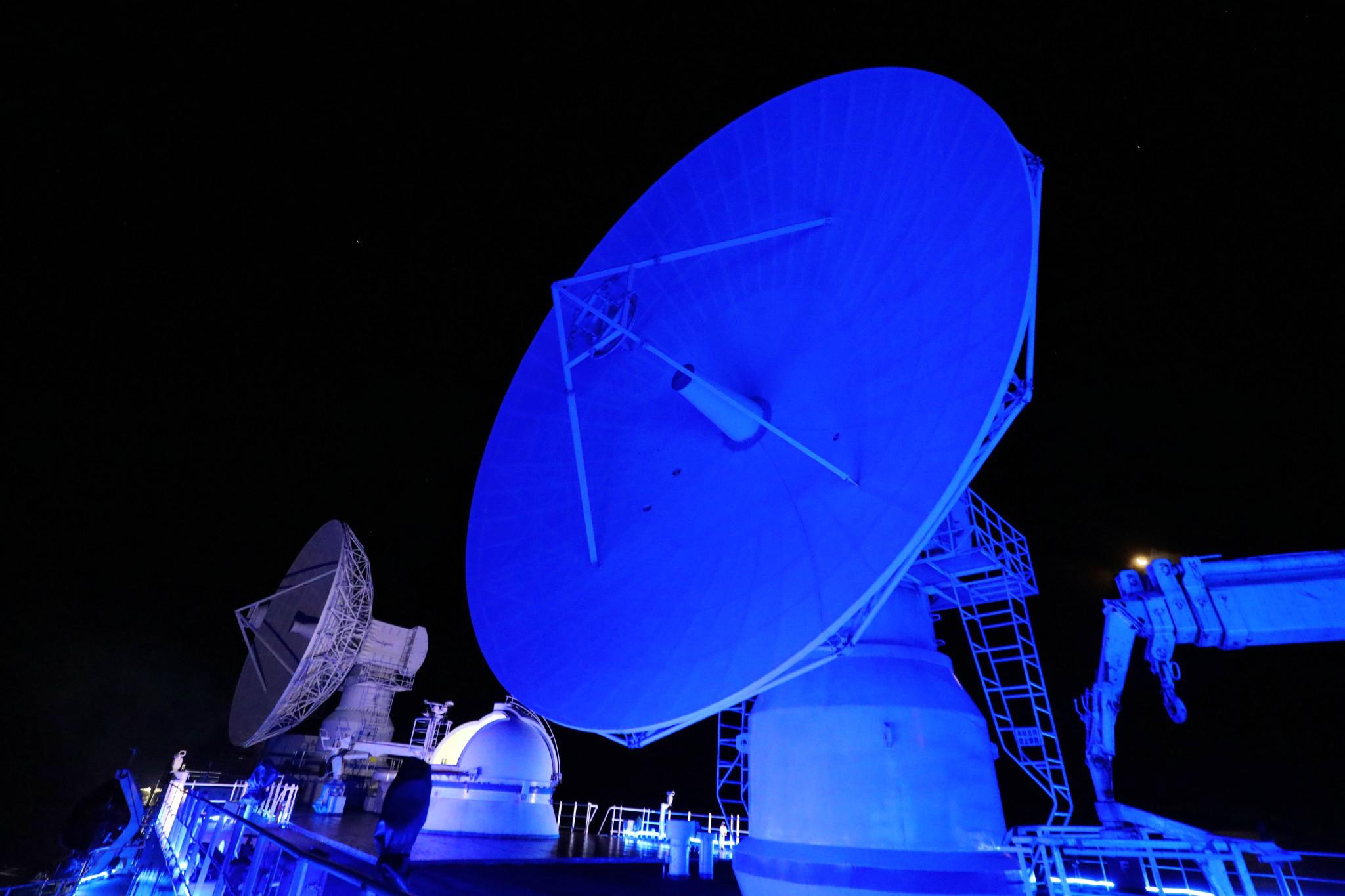深夜,远望3号船测控天线提前就位,静待长五,王雪岩摄.jpg