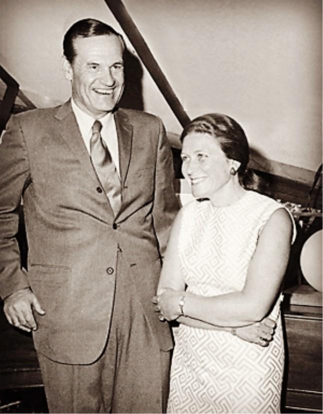 斯大林女儿和其美国丈夫彼得斯.jpg