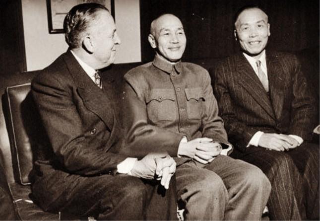 蒋介石和李宗仁.jpg
