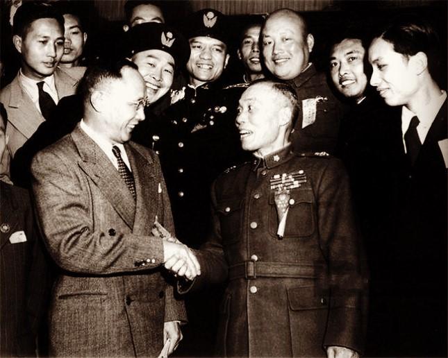 竞选副总统时李宗仁与孙科的表情何其微妙.jpg