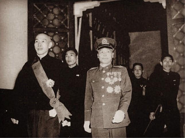 就职典礼上的蒋介石和李宗仁.jpg