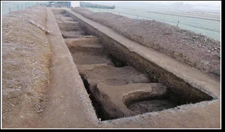 锺官遗址发掘的深沟。.png