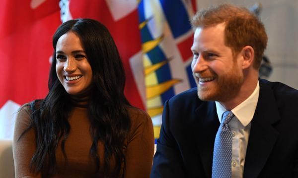 哈里王子飞赴加拿大,疲惫憔悴的