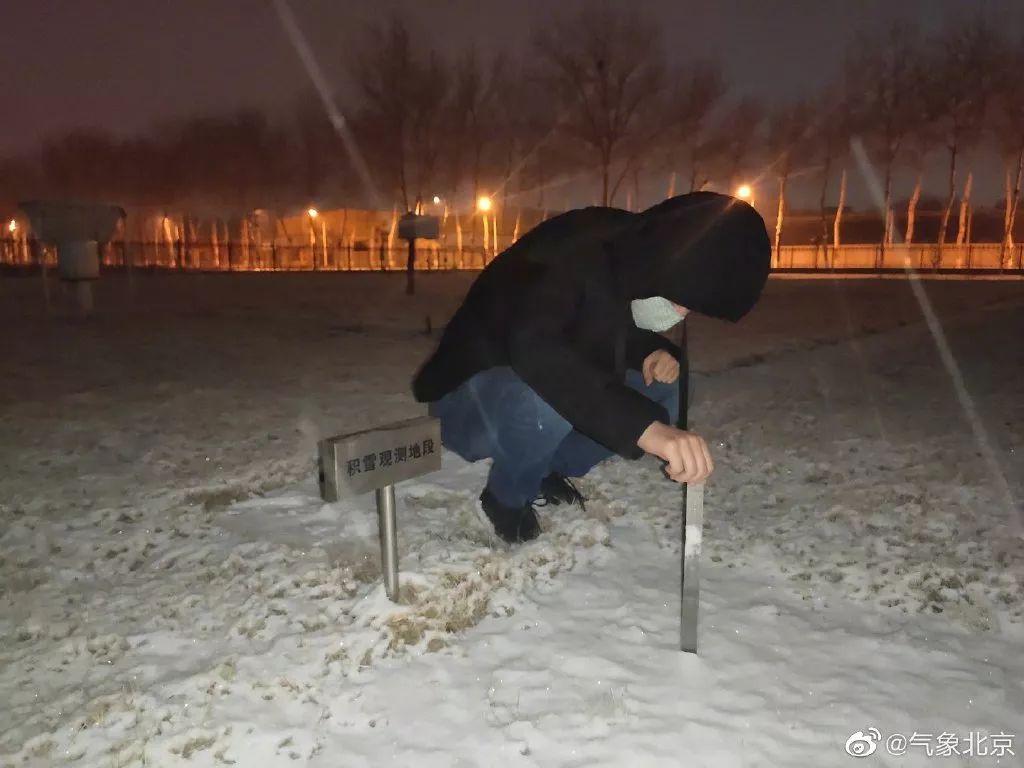 德孝中华周刊推荐:20200202,京城鼠年初雪,街头这一幕幕太动人