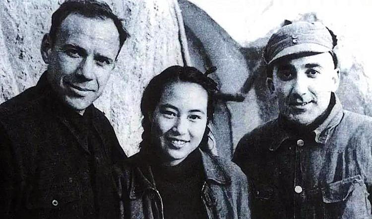 抗战时期在延安的外国专家阿洛夫(左)与马海德(右)、周苏菲夫妇(类).jpg